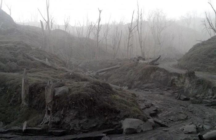 05-23-2016-Turrialba-Gas,Rocks,Ash-NearVolcano