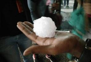06-03-2016_KualaLumpur,Malaysia,Hailstorm