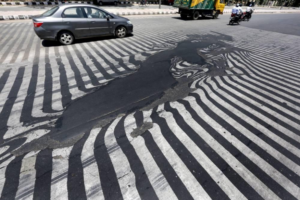 RoadsMeltingInIndia