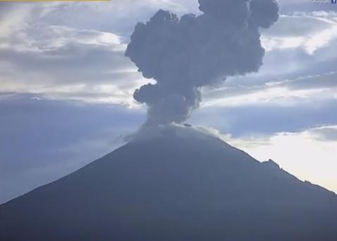 08-16-2016 Popocatepetl, 2km ash plume